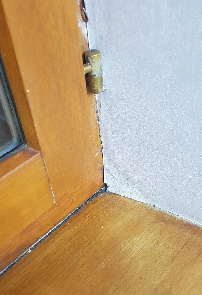 Exemple d'humidité sur un rebord de fenêtre